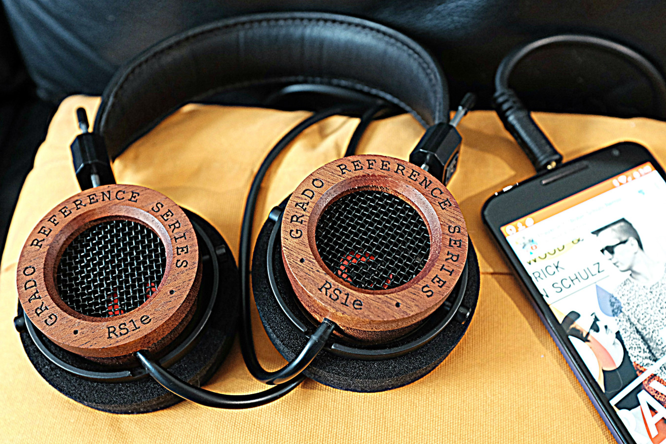 Grado Labs RS1e natural wood is a metaphor for the natural sound